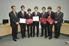 Tokyo National College of Technology students who won the Fujitsu Special Prize at the Technical College 23rd Programming Contest