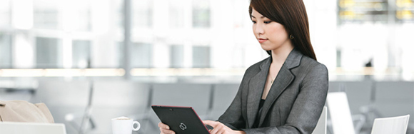 woman using a Fujitsu M532 Tablet