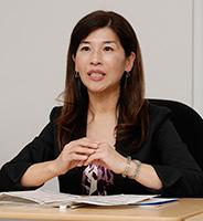 富士通株式会社 プラットフォーム技術本部 企画統括部 シニアマネージャー 絹田 昌子の写真