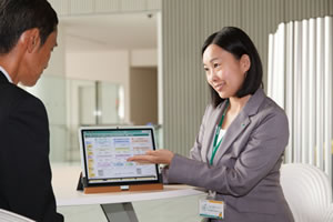 Explaining insurance products using the new custom-designed tablet PC