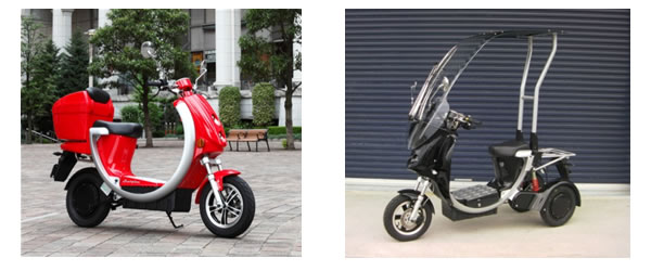 """Scarpina"" two-wheeled electric scooter (left) and ""Eco Carry"" three-wheeled electric scooter (right), both compatible with the system."