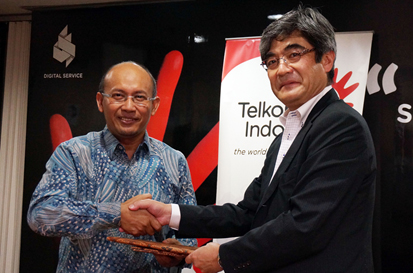 Photo: (Left) Arief Musta'in, Executive General Manager of Digital Service Division, PT. Telekomunikasi Indonesia, Tbk; (Right) Fumihiko Tezuka, Corporate Executive Officer, SVP, Head of Social Infrastructure Business, Fujitsu Limited