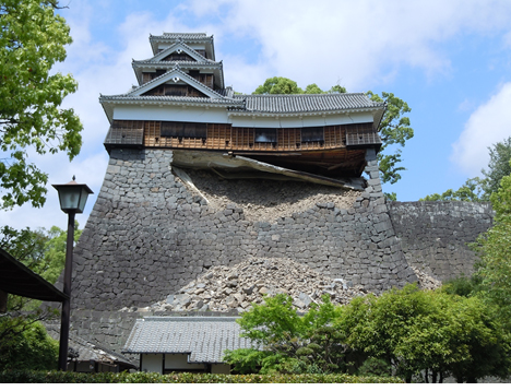 Five-story Iidamaru Turret at Kumamoto Castle following its collapse  Photograph courtesy of the Kumamoto Castle General Office