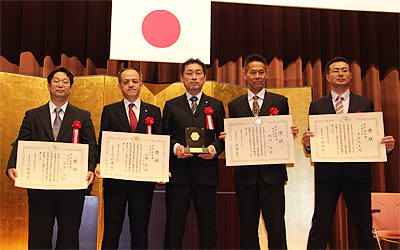 Award winners, left to right: Jun Kawai (Research Manager, Media Processing Laboratory, Fujitsu Laboratories) Hiroshi Yamada (Project General Manager, Product Planning Group, Fujitsu Ten) Seiya Shimizu (Strategic Sales Division, Socionext) Tohru Tsuruta (Project Director, Media Processing Laboratory, Fujitsu Laboratories) Masami Mizutani (Innovation Manager, Automotive Innovation Laboratories, Applied Innovation Research Center, Fujitsu Laboratories)