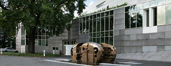 A bronze sculpture and the outside facade of the Darmstadt Data Center, DARZ